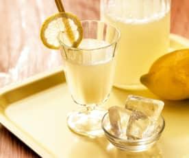 Zitronenlimonade mit Crushed Ice