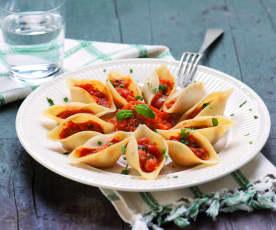 Makaronowe muszle z pomidorami i bakłażanem