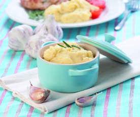 Purée z ziemniaków i pieczonego czosnku