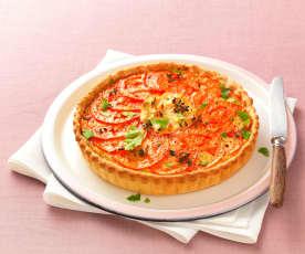 Křehký koláč s tuňákem, čerstvým sýrem a rajčaty