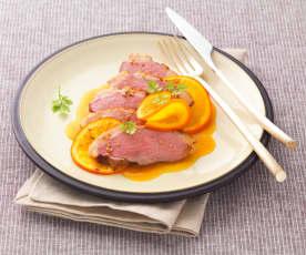 Piersi z kaczki w papilotach z sosem pomarańczowym