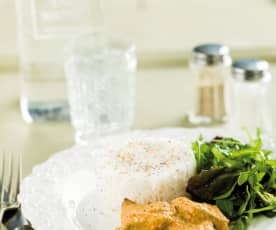 Bifes com molho de amendoim e arroz basmati