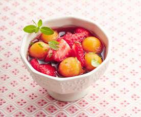 Soupe fraise-melon à la crème de cassis