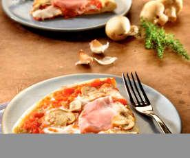 Pizza mit Schinken und Pilzen