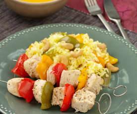 Krůtí špízy s rýží a zeleninovou omáčkou