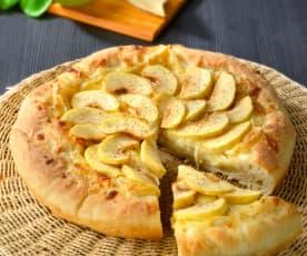 Pizza mit  Äpfeln und Brie