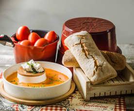 Sopa de jitomate y queso de cabra