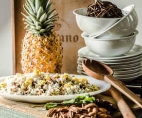 Rýžový salát s ananasem a ořechy