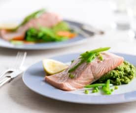 Steamed salmon with broccoli pesto