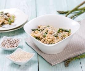 Sałatka ze szparagami i brązowym ryżem