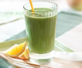 Green Smoothie with Orange, Mango and Apple