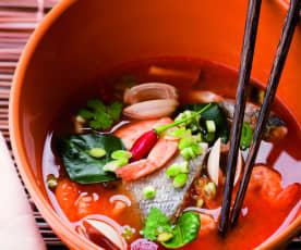 Scharfe Thai-Suppe mit Meeresfrüchten