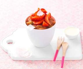 Soupe de fraises à la compotée de rhubarbe, coulis de chocolat blanc
