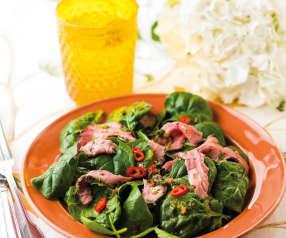 Salada de rosbife com molho de malagueta e coentros