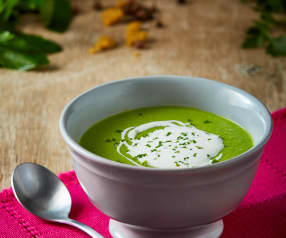 Sopa de chícharo y hierbabuena