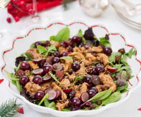 Ensalada con pollo dorado, uvas y pasas