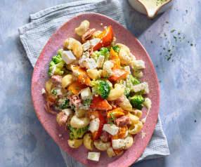 Thunfisch-Nudel-Salat mit geröstetem Kürbis