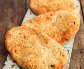 Naan-Brote mit Zwiebeln und Kreuzkümmel