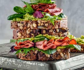 Panino al pastrami e avocado