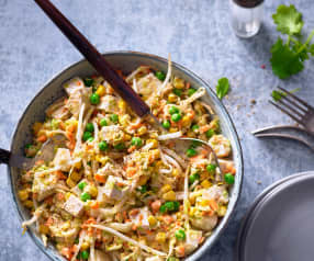 Salat mit Geflügel, Käse und Tofu
