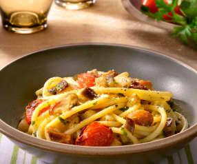 Bucatini mit Auberginen, Tomaten und Steinpilzen