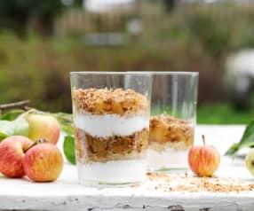 Parfait de yogur, quinoa y manzana con crumble
