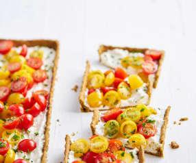 Tarte de três queijos e tomate