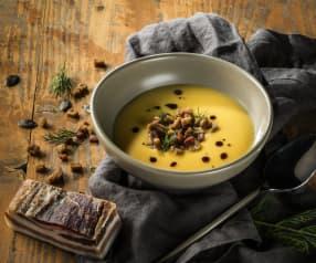 Kürbissuppe mit Speck und Brotwürfeln