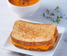 Grilled-cheese sandwich y sopa de jitomate