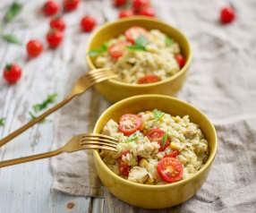 Orzo com frango, milho e tomate-cereja