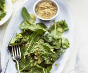 Spinatsalat in Curryrahm
