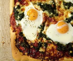 Pizza with Red Pepper Sauce, Spinach and Eggs