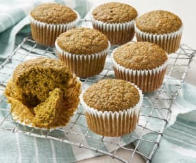 Muffin alla granola e tè matcha