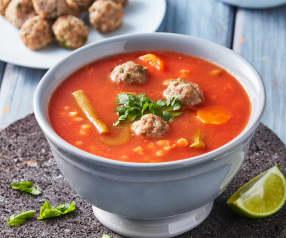 Sopa de verduras y albóndigas