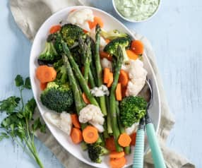 Parowane warzywa z parmezanowym dipem