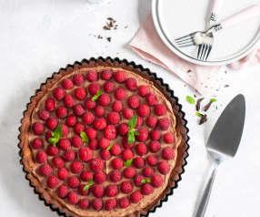 Tarta z czekoladowym kremem mascarpone i malinami