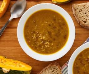 Minestra di riso integrale con lenticchie, porri e zucca