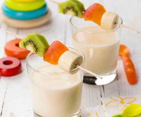 Spiedini di frutta con emulsione allo yogurt e arancia