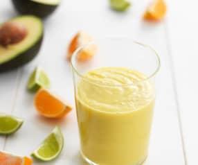 Smoothie de abacate, laranja e lima