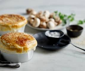 Kurczak z pieczarkami zapiekany pod ciastem francuskim