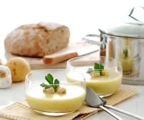 Crema de ajo con puerro y patatas