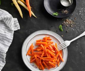 Faire sauter 400 g de carottes en bâtonnets