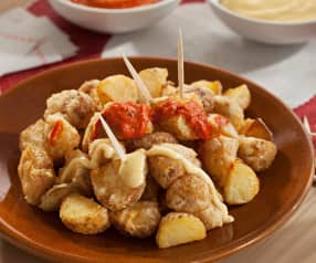 Patatas bravas en tempura