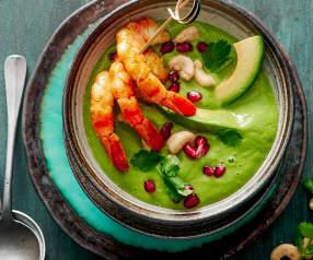 Soupe froide d'avocat et brochettes de crevettes