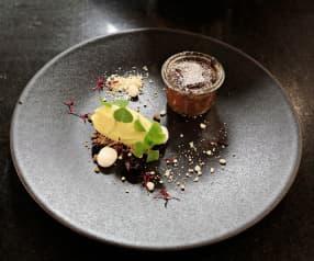 Schokoladenküchlein mit Mango-Sorbet und Passionsfrucht