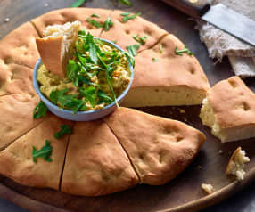 Focaccia con crema spalmabile all'avocado