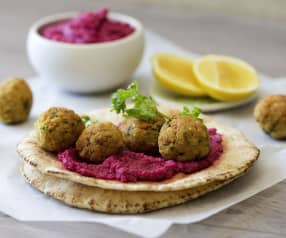 Falafel with beetroot hommus