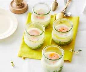 Eier im Glas auf Rahmspinat