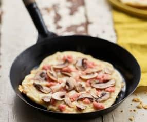 Piza na frigideira com fiambre, queijo e cogumelos