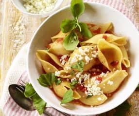 Conchiglie mit frischer Tomatensauce und Ziegenkäse
